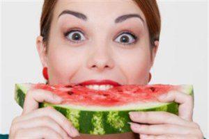 خواص و مضرات خوردن هندوانه در دوران بارداری