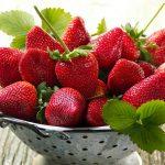 چرا خانم های باردار باید توت فرنگی بخورند؟