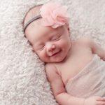 دلیل خنده های نوزادان چیست؟