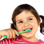 آموزش طرز صحیح مسواک زدن کودکان