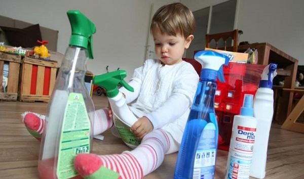 مسمومیت کودکان با مواد شوینده