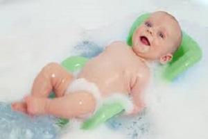 حمام کردن نوزاد و رعایت مهمترین نکات ضروری