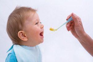 انواع غذاهای نامناسب برای کودکان زیر یک سال